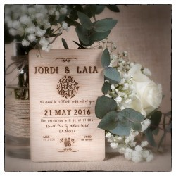 Invitaciones grabadas madera